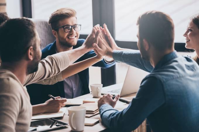 Equipe/funcionários/empreendedores motivados, trabalho em equipe, colaboração