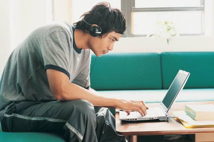 Jovem estudante: veja vagas de trainee e estágio
