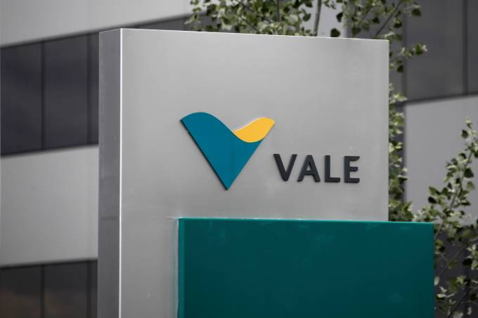 FILE PHOTO: Vale's logo is pictured outside their central sales office in Saint-Prex near Geneva